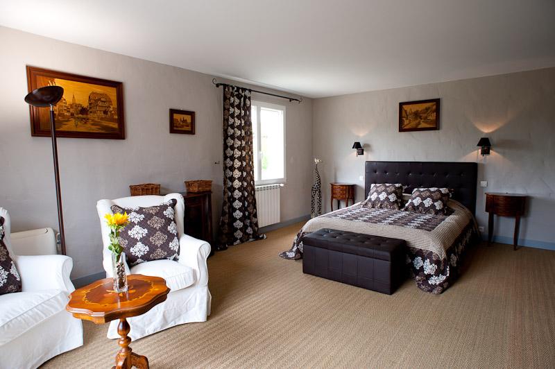 Chambre choco grande (RdC maison principale)/room choco big (ground floor main house)