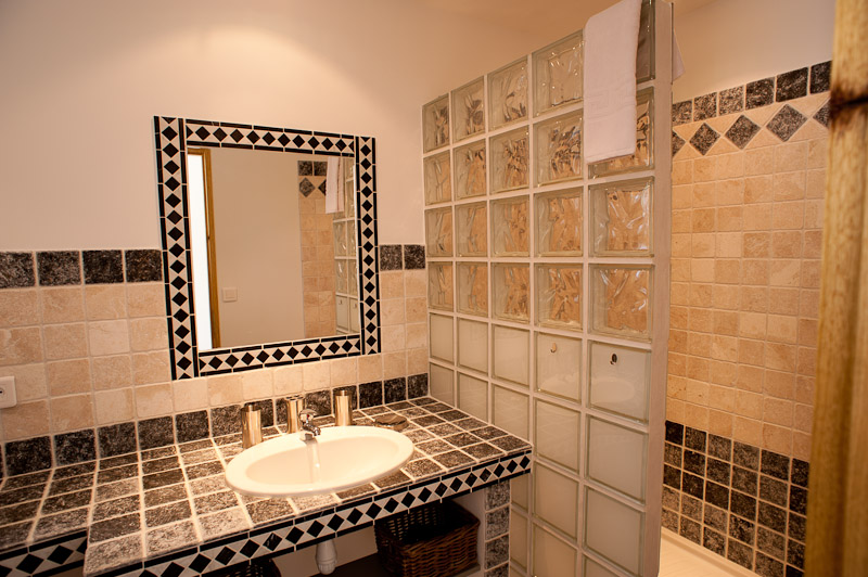 Salle de bains grise (annexe)/grey bathroom