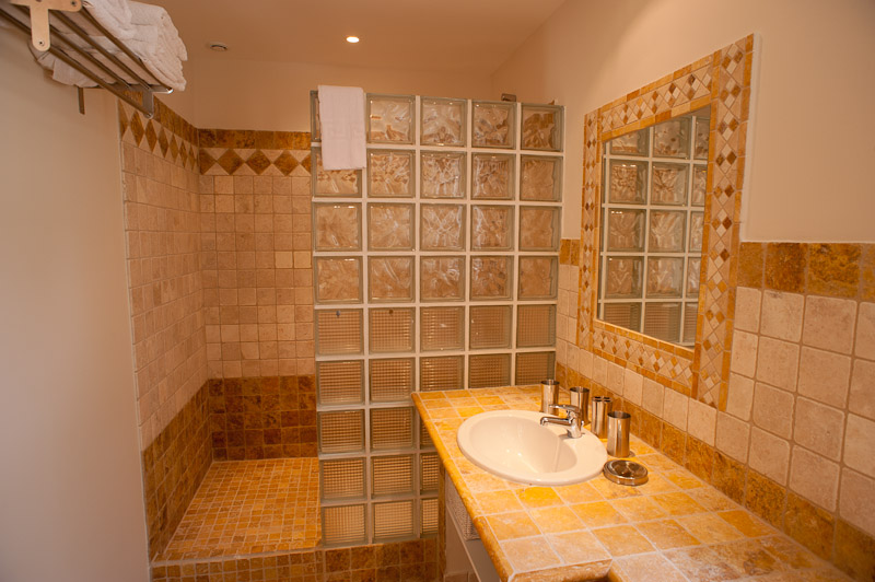 Emejing Salle De Bain Orange Et Beige Pictures - House ...