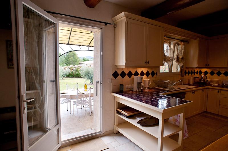 Cuisine-terrasse/kitchen-terrace